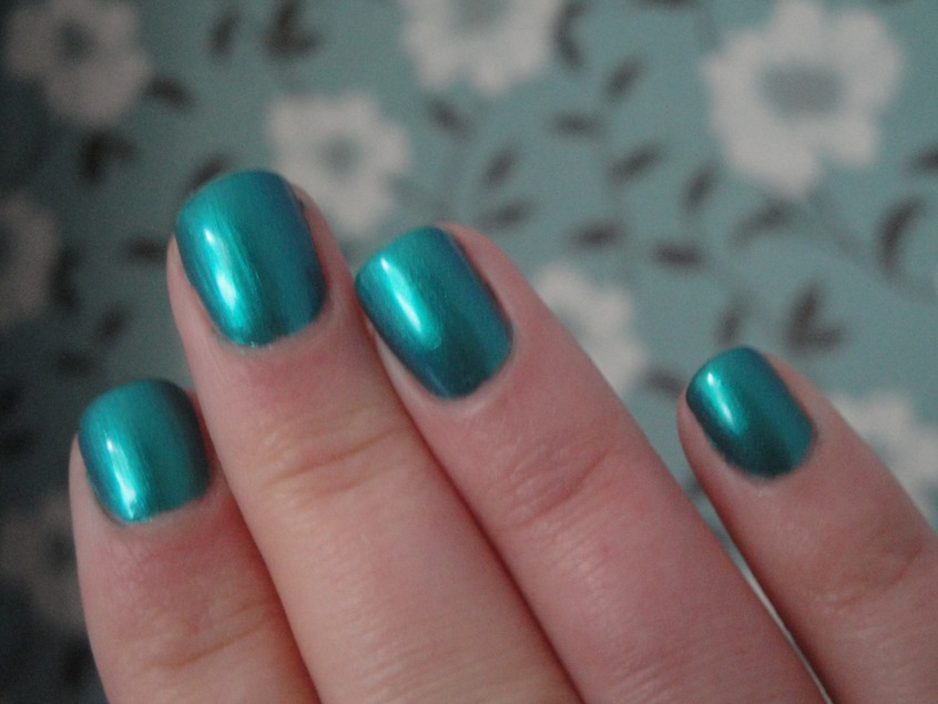 Photos nail metalic blue with jewel band