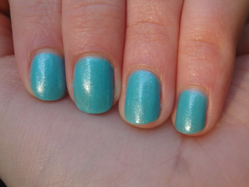 2true Shade 49 pure turquoise silver shimmer glassfleck summer bright nail polish UK sea glisten water boots 17 catwalk couture