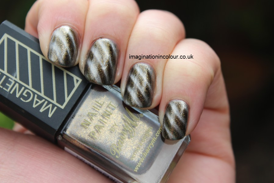 Barry M Moon Dust Magnetic Sparkle Gold nail paint polish gunmetal bronze silver flakie particles magnetised magnetized striped stripe candy cane pattern magnet UK shimmer review swatch swatches