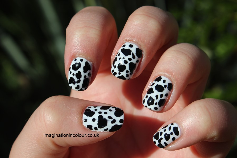 Dalmatian Nail Art Cow Print black and white dotted spotted spots spotty dotty nails polish challenge 30 day uk blog (2)