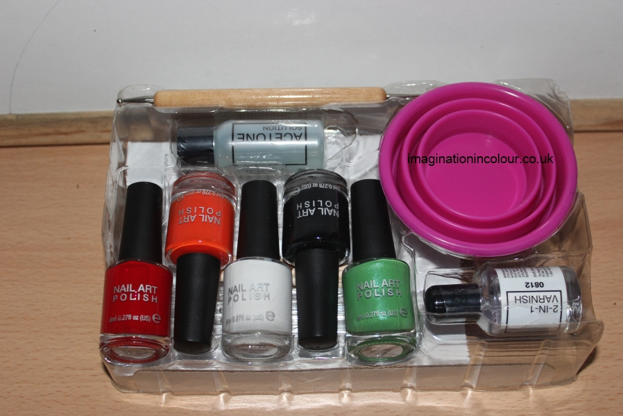 Rio Marble Nail Art Polish London Collection kit water marbling varnish set designs swirl flower flowers hippie 60s guide UK blog review Christmas Gift guide for her teens