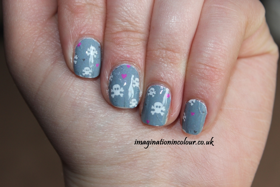 YRNails yrnails.com beautiful nail decals designs wraps skulls watercolour dots uk blog review water applied skull & hearts design grey white pink